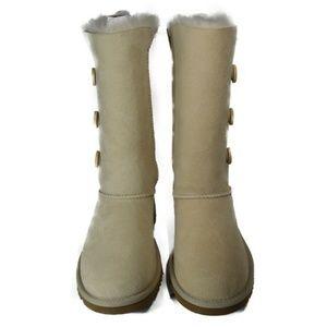 81cf394c9e8 1962 UGGS Bailey Button Triplet Boots (Sand) BK Boutique